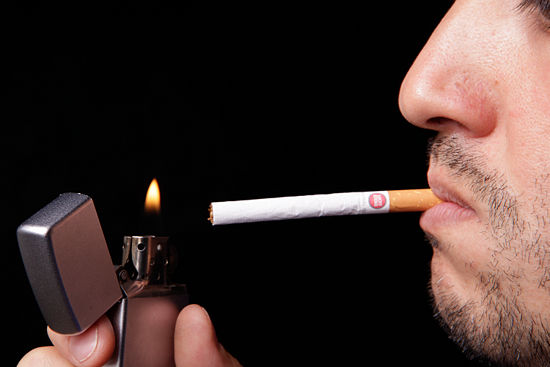 550px-Smoke-a-Cigarette-Step-6-Version-2