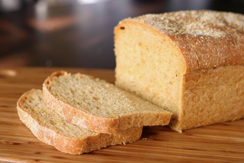 Anadama_bread_(1)
